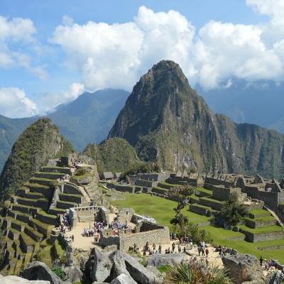 Durante su voluntariado en Perú, nuestros voluntarios visitan las ruinas de Machu Picchu en su tiempo libre.